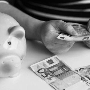 La spesa delle famiglie che assumono colf e badanti