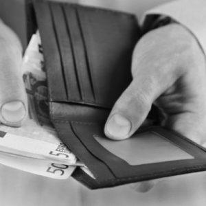 Colf e badanti, pagamento contributi INPS luglio