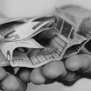Accordo sui minimi retributivi 2021 di colf e badanti